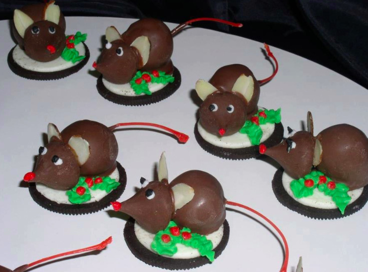 Christmas Mice Candy  Honey & Butter Oreo Christmas Mice with Chocolate Dipped