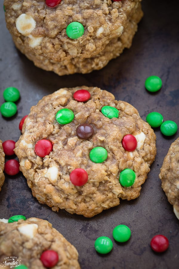 Christmas Oatmeal Cookies  Christmas Oatmeal M&M Cookies