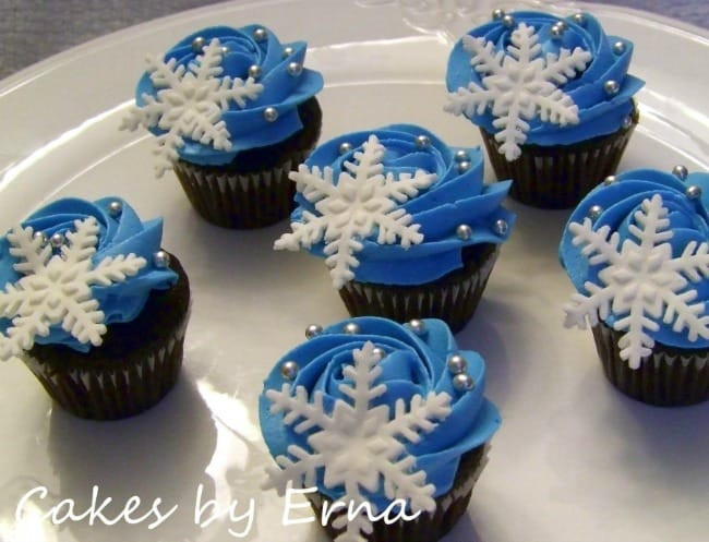 Christmas Themed Cupcakes  12 Christmas Themed Cupcakes for your Christmas Party