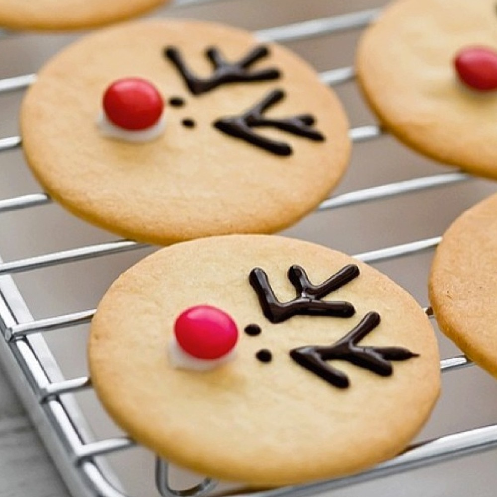 Cute Easy Christmas Desserts  Holiday dessert ideas you can make with your kids