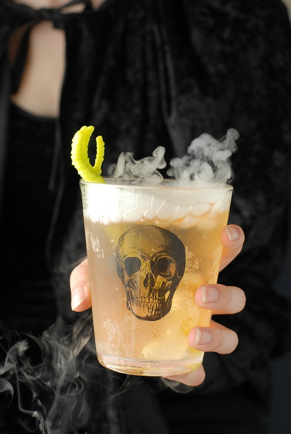 Easy Halloween Alcoholic Drinks  Pinterest Picks 8 Eerie Halloween Cocktails