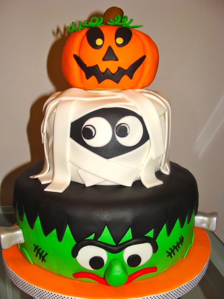Fun Halloween Cakes  CANT GET A BETTER CAKE THAN THESE FOR THE HALLOWEEN NIGHT