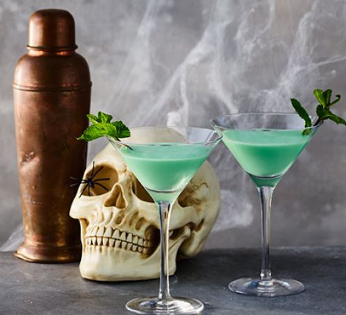 Halloween Alcohol Drinks  Halloween drinks recipes
