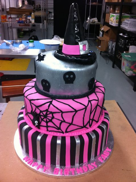 Halloween Birthday Cake Ideas  Best 25 Halloween birthday cakes ideas on Pinterest