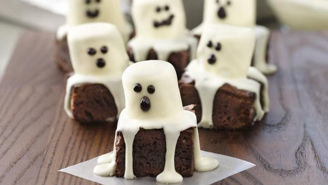 Halloween Brownies Decorating  Last Minute Halloween Food & Decor Guide
