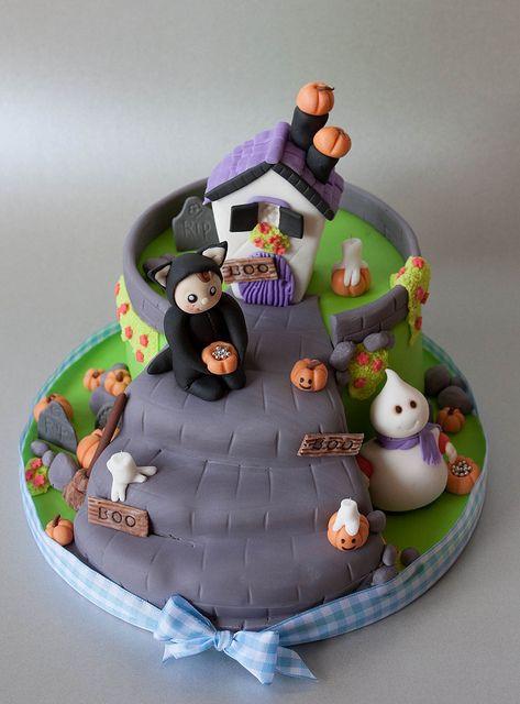 Halloween Cakes Pinterest  Cute Halloweencake Autumn Halloween cakes
