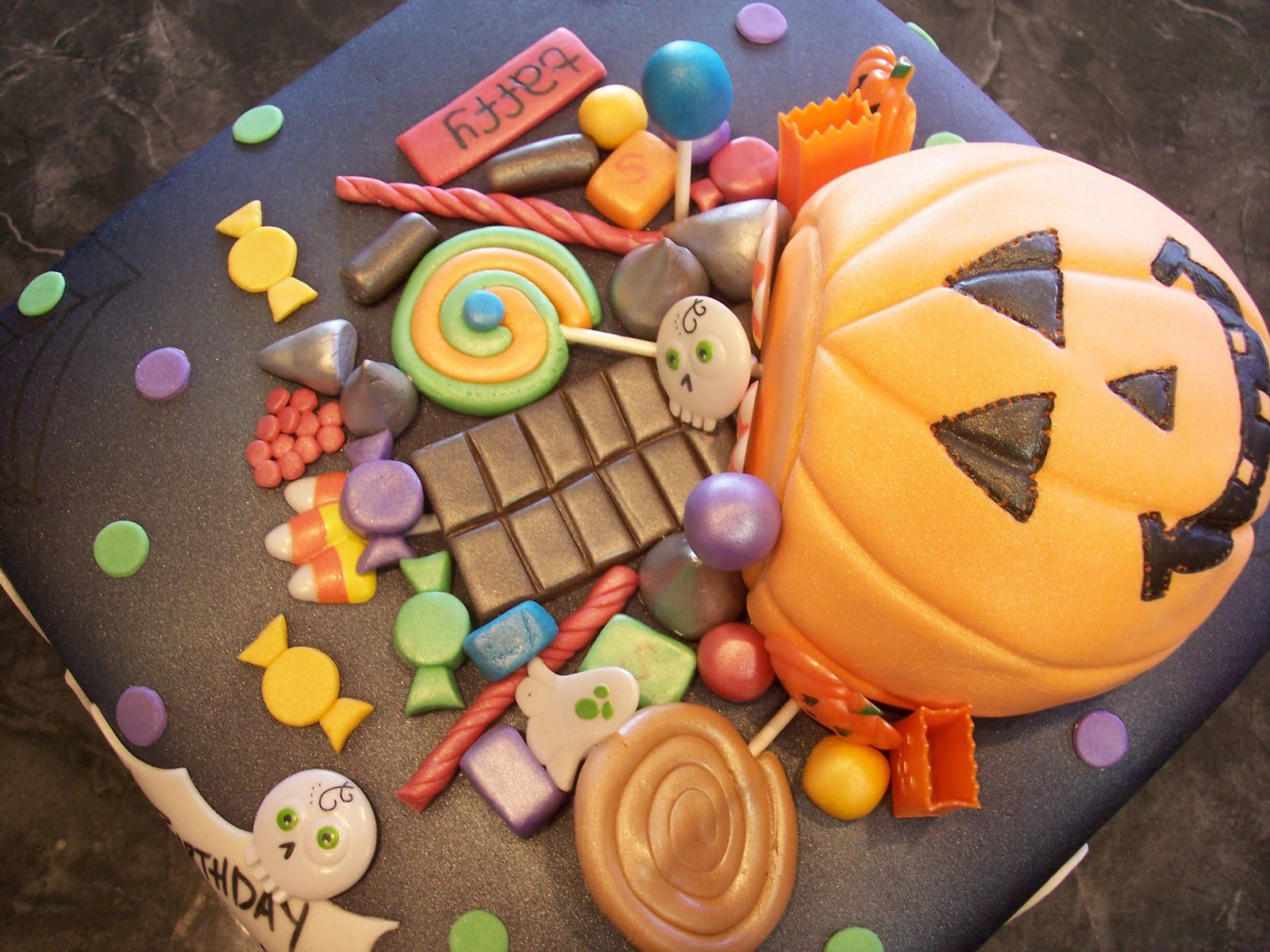 Halloween Candy Cakes  MyMoniCakes Halloween Basket with Fondant Candy Cake