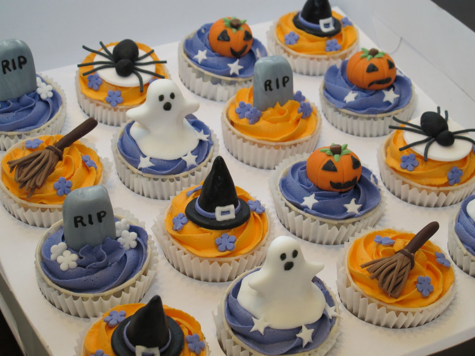 Halloween Cookies And Cupcakes  Pink Oven Cakes and Cookies Halloween cupcake ideas