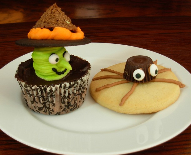 Halloween Cookies And Cupcakes  Halloween Cookies and Cupcakes