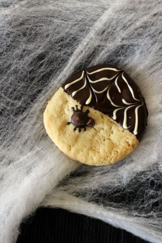 Halloween Cookies For Sale  85 best images about Fall Bake Sale Treats on Pinterest