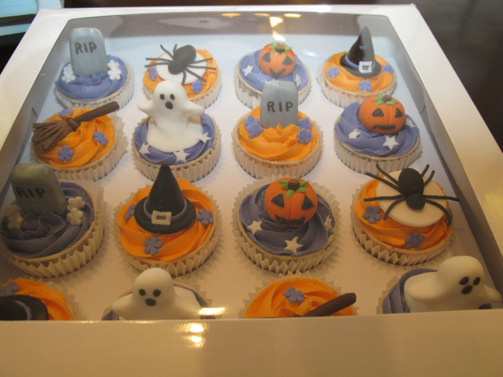 Halloween Cupcakes Cake  Pink Oven Cakes and Cookies Halloween cupcake ideas