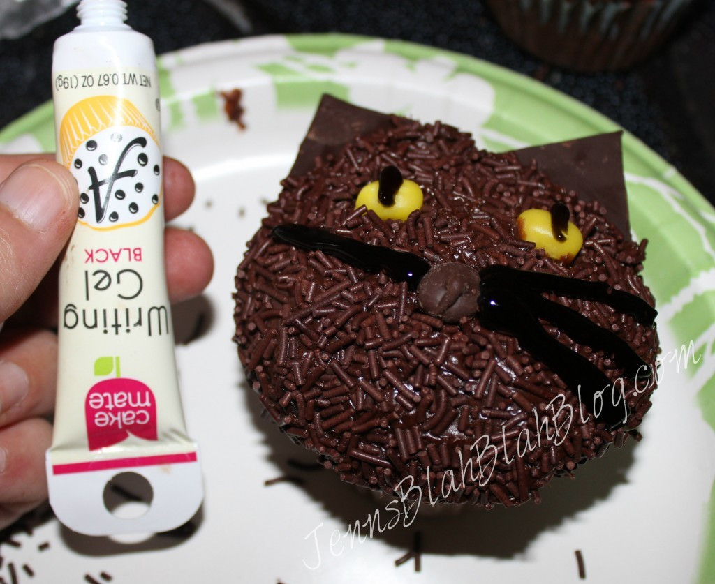 Halloween Cupcakes For Kids  Halloween Recipes Make Black Cat Cupcakes for Halloween