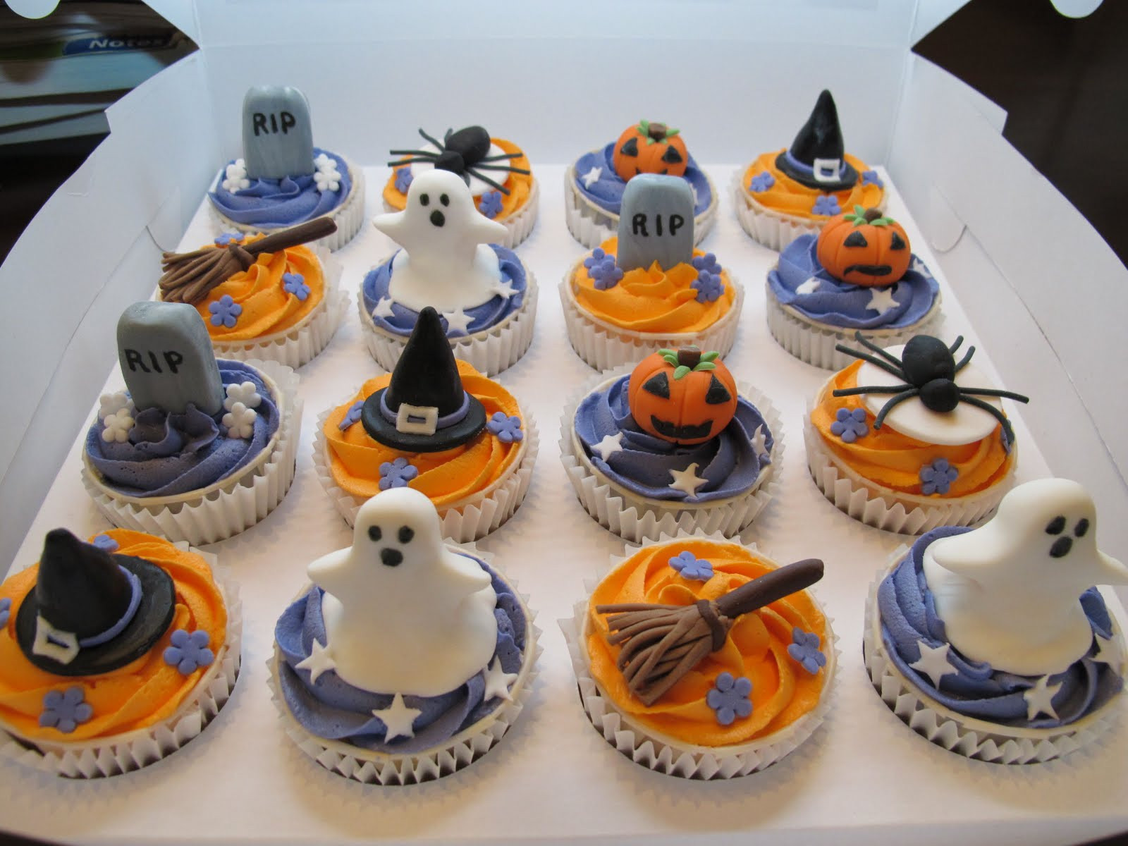 Halloween Cupcakes Ideas  Pink Oven Cakes and Cookies Halloween cupcake ideas