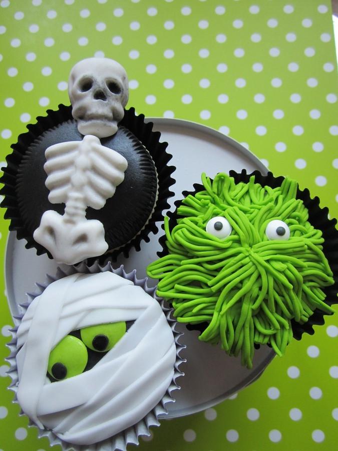 Halloween Cupcakes Ideas  More Halloween Cupcake Decorating Ideas Cupcake Fanatic