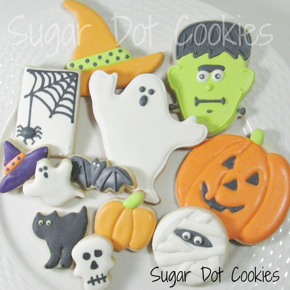 """Halloween Decorated Sugar Cookies  Here I am discussing """"wet on wet"""" and """"wet on dry"""