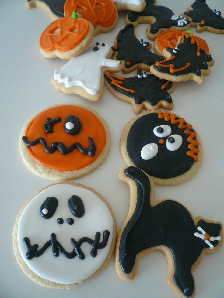 Halloween Decorating Cookies  17 Best images about Cookies Decorate Tips on Pinterest
