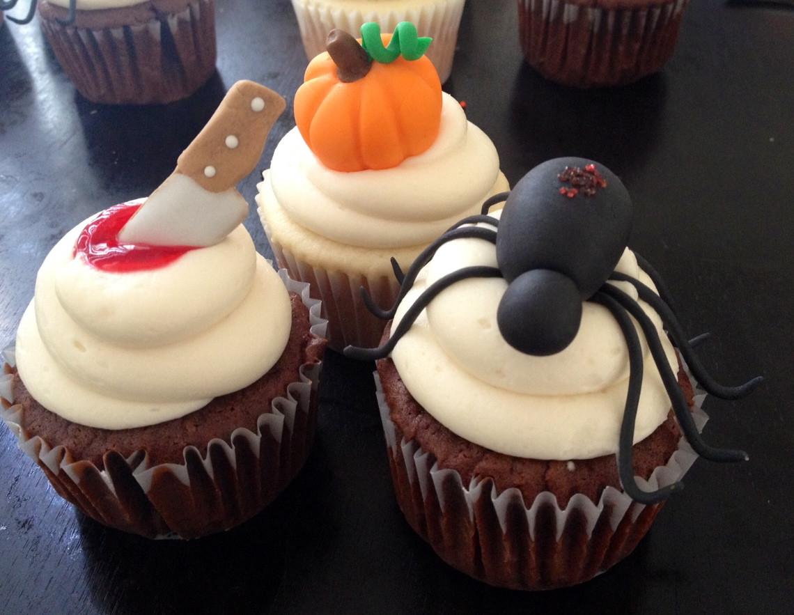 Halloween Decorating Cupcakes  BS Recipes Halloween Cupcakes