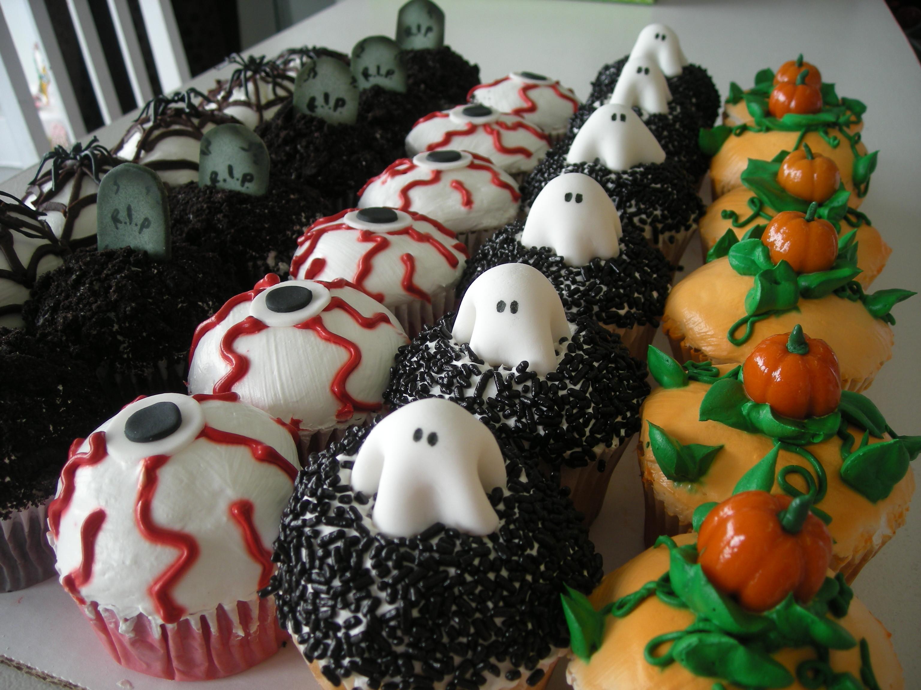 Halloween Decorating Cupcakes  Birthday Cakes