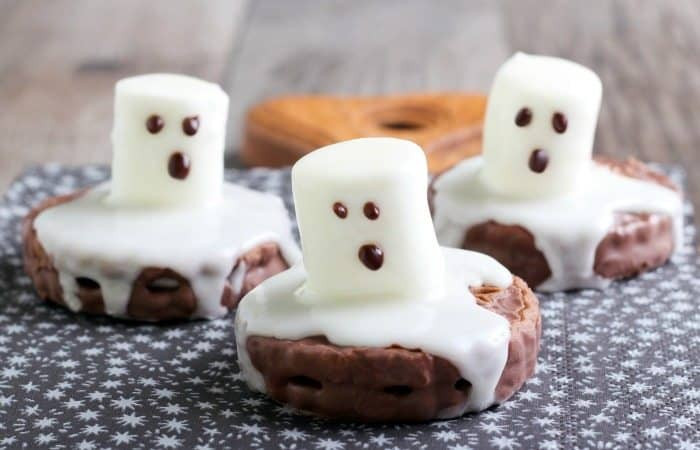 Halloween Ghost Cookies  11 Halloween treats for kids to make ⋆ NellieBellie