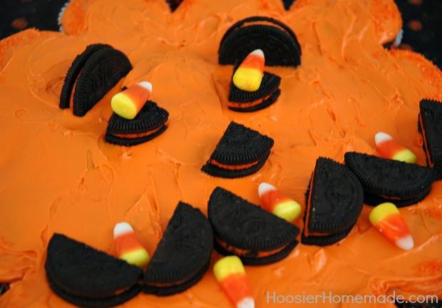 Halloween Pull Apart Cupcakes  Halloween Cupcakes Easy Halloween Party Recipes