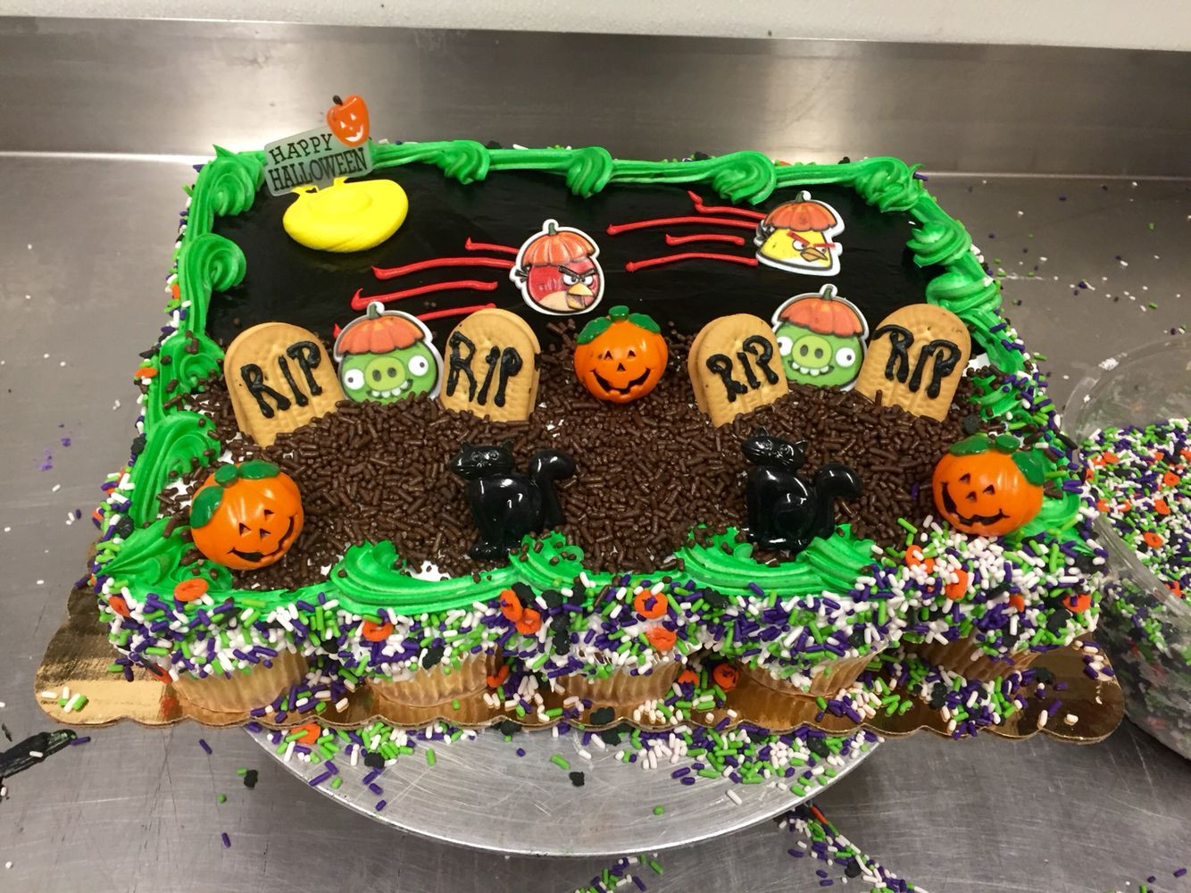Halloween Pull Apart Cupcakes  Halloween Angry Birds Grave Yard Pull apart cupcakes