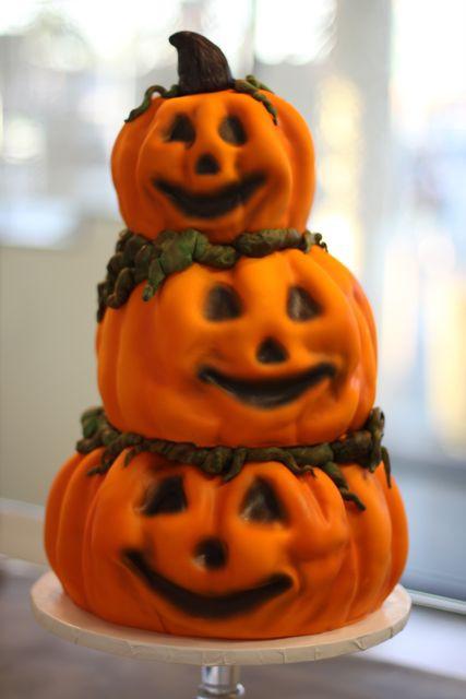 Halloween Pumpkin Cake  Halloween cakes 46 Pics