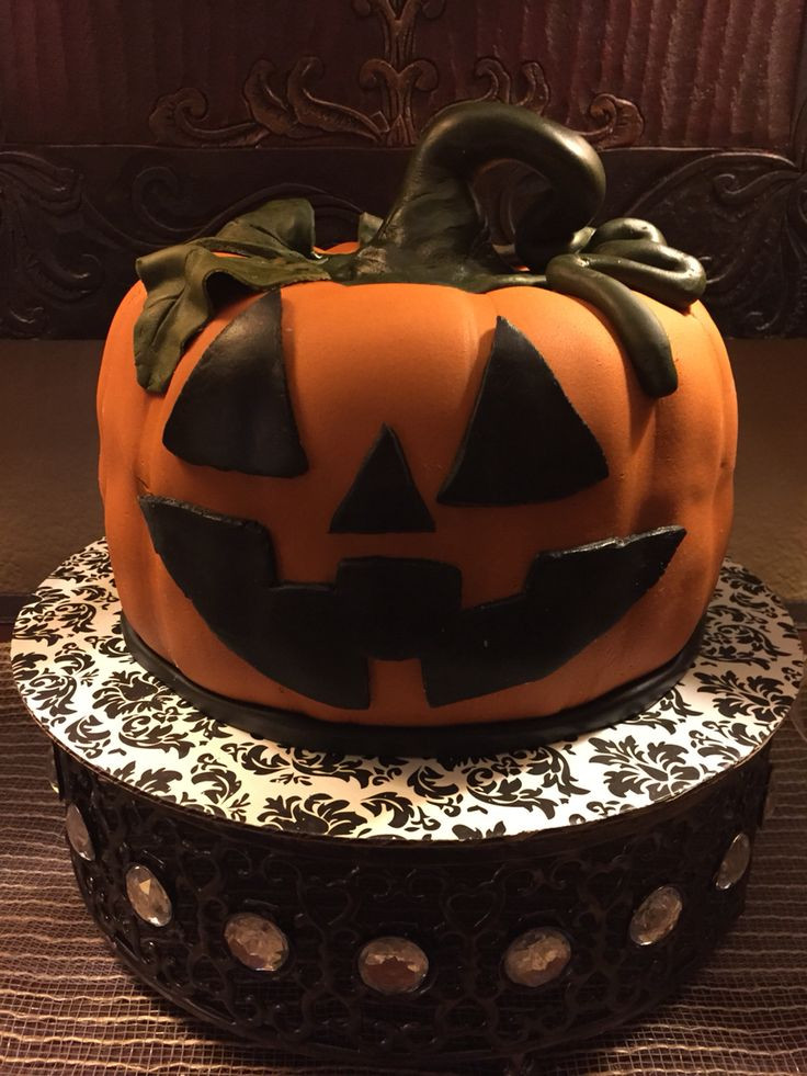 Halloween Pumpkin Cake  100 best images about Homemade Fondant Cakes cake pops