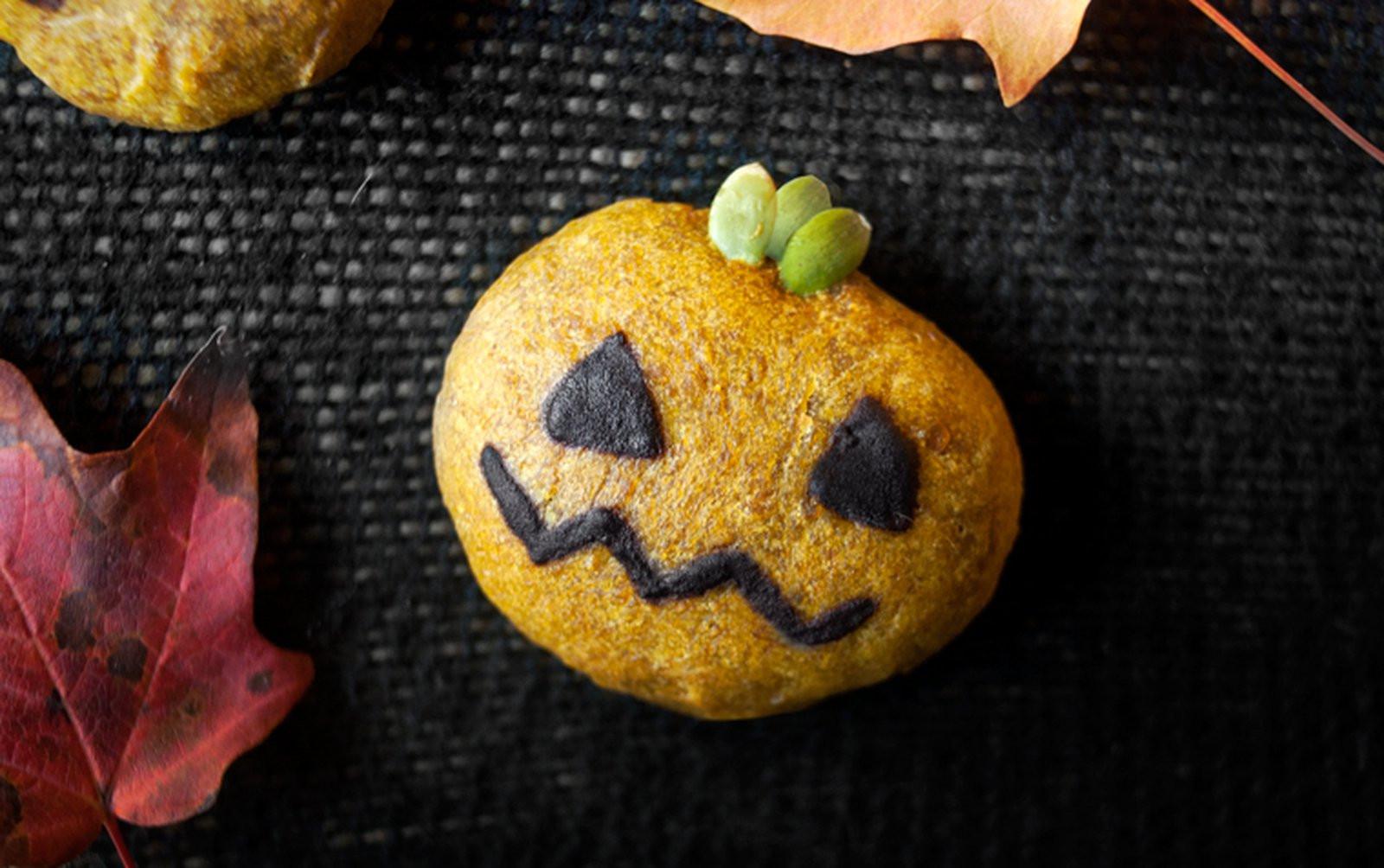 Halloween Pumpkin Cookies  Halloween Pumpkin Cookies [Vegan] e Green Planet e