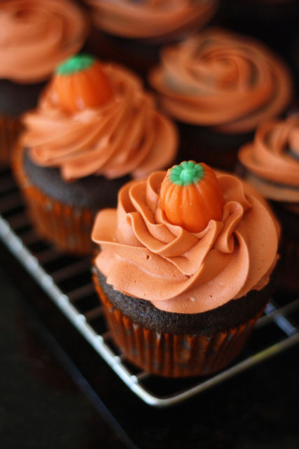 Halloween Pumpkin Cupcakes  Halloween Pumpkin Cupcakes s and