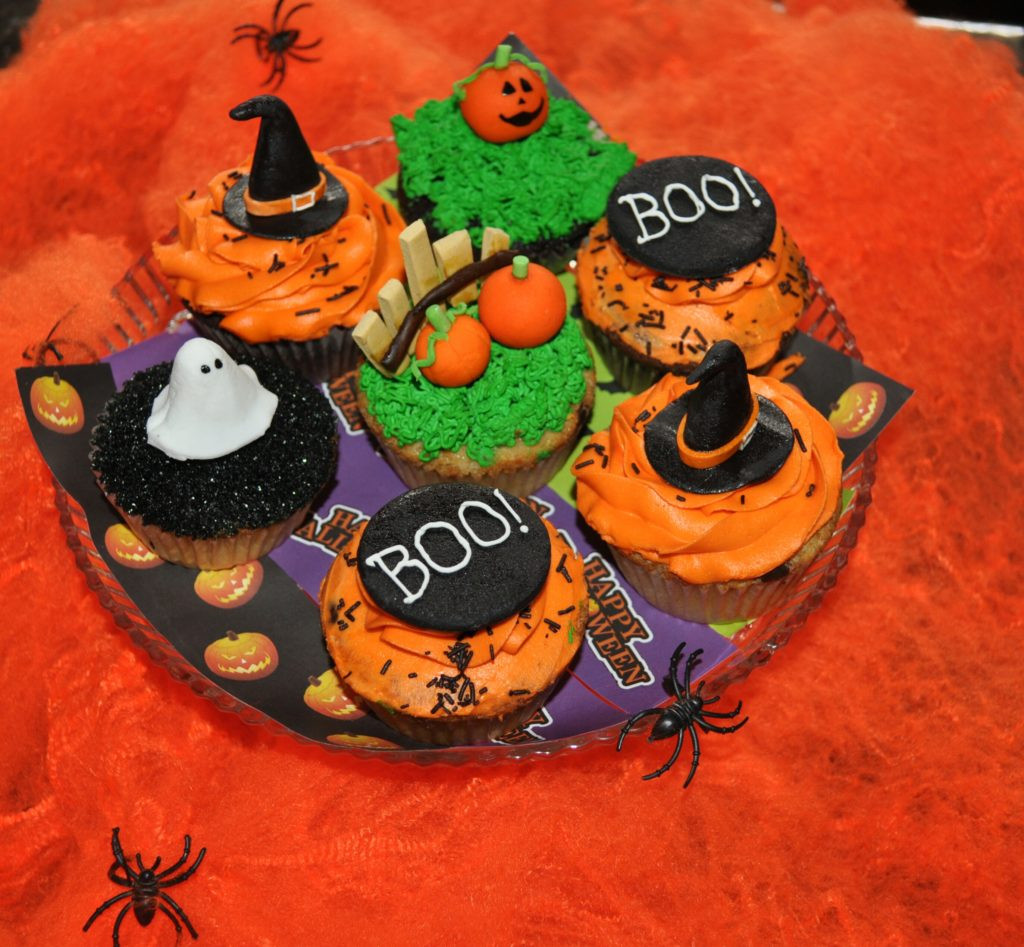 Halloween Themed Cupcakes  Halloween costumes