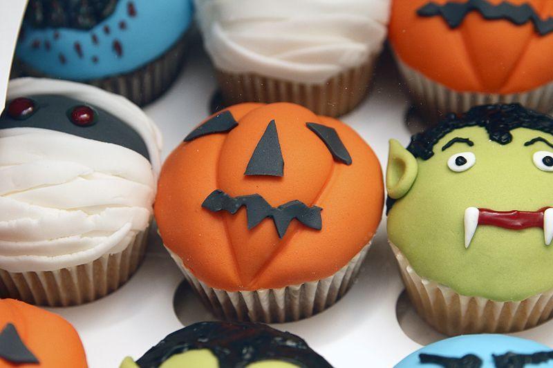 Halloween Themed Cupcakes  halloween themed cupcakes themed cupcakes Google Search