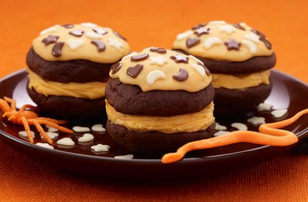 Halloween Whoopie Pies  Halloween whoopie pies recipe goodtoknow