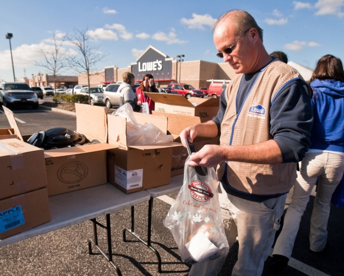 Lowes Foods Thanksgiving Dinners  Lowe s in Rio Grande helps victims of Sandy enjoy