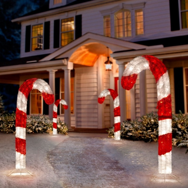 Outdoor Christmas Candy Canes  Christmas yard decorations – festive ideas for the outdoor
