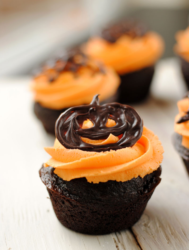 Picture Of Halloween Cupcakes  Leanne bakes Halloween Cupcakes