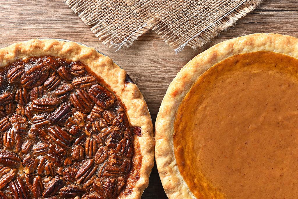 Pumpkin Pie Thanksgiving  Pumpkin Pie vs Pecan Pie Carter BloodCare