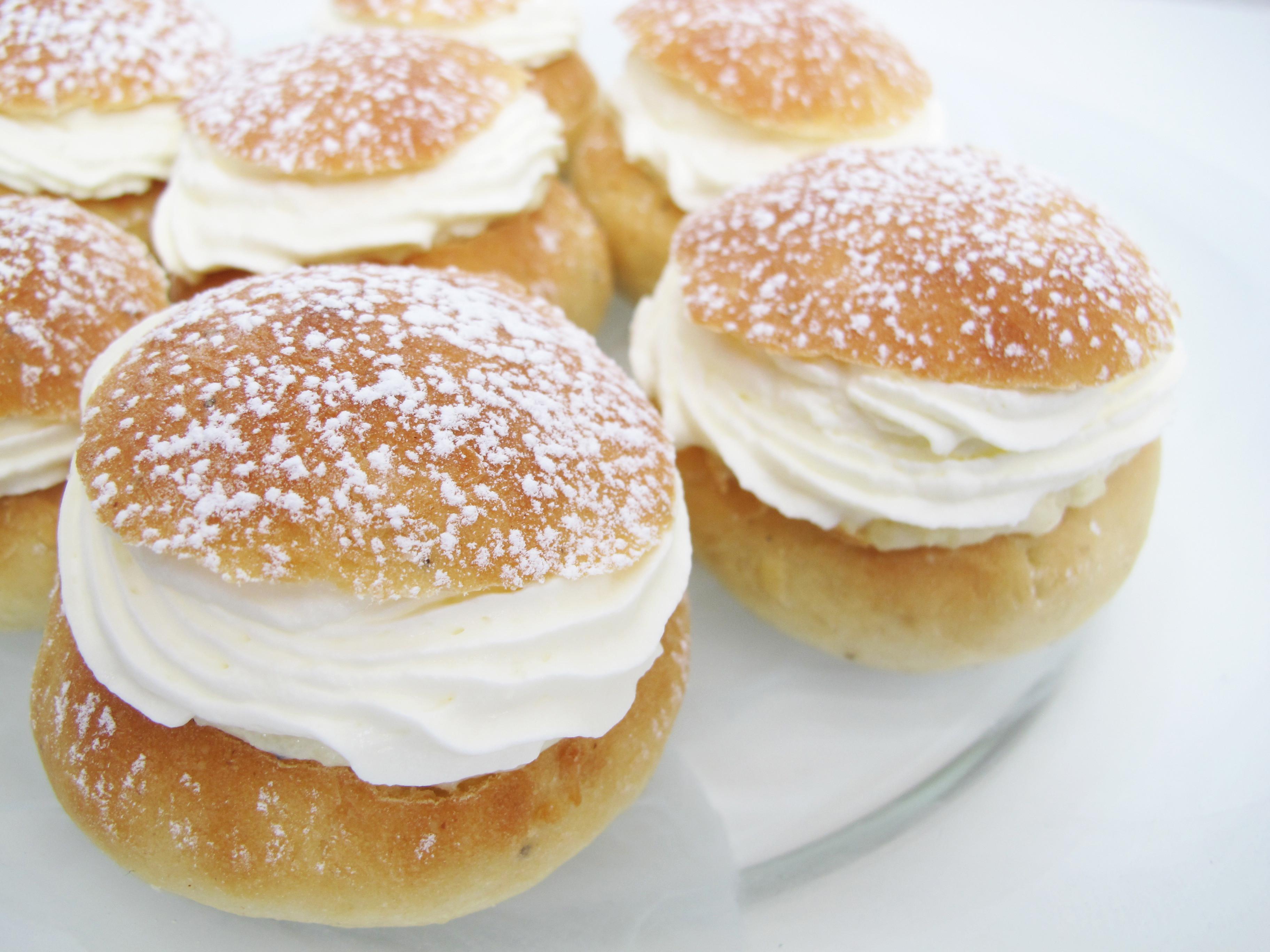 Swedish Christmas Desserts  Semlor fastlagsbullar hetvägg