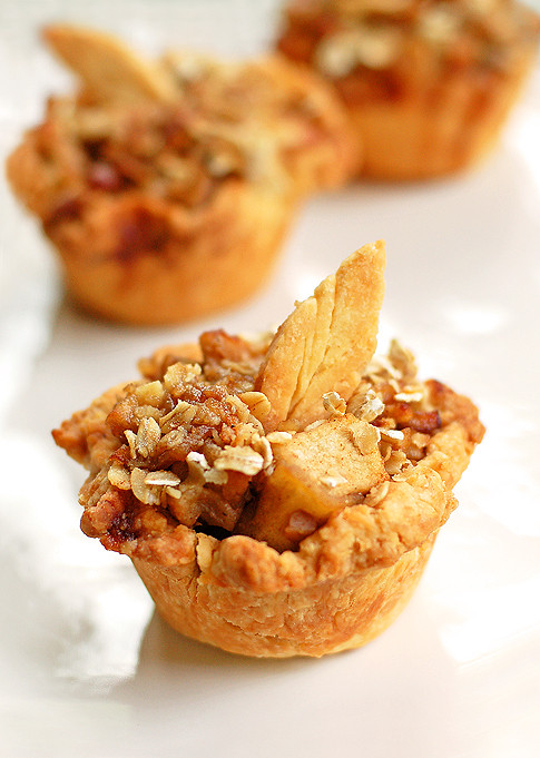 Thanksgiving Apple Recipes  Mini Apple Pie Recipe and Thanksgiving Dessert Ideas