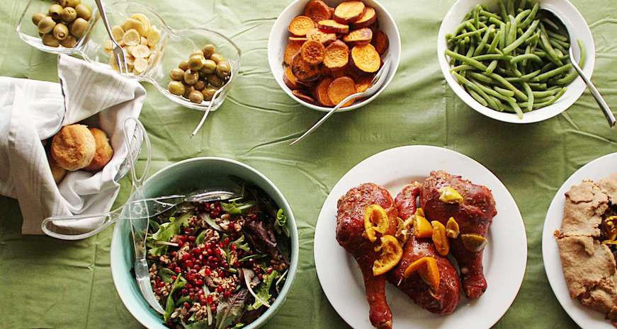 Thanksgiving Dinner Atlanta  Atlanta radio hosts collect Thanksgiving dinner items for