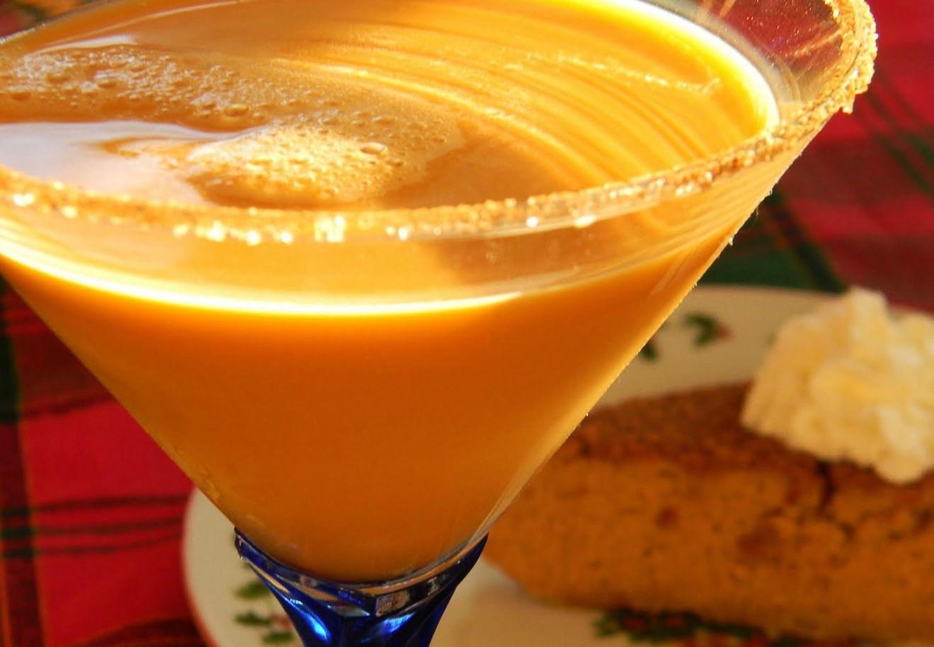 Thanksgiving Vodka Drinks  Pumpkin Pie Martini Cocktail