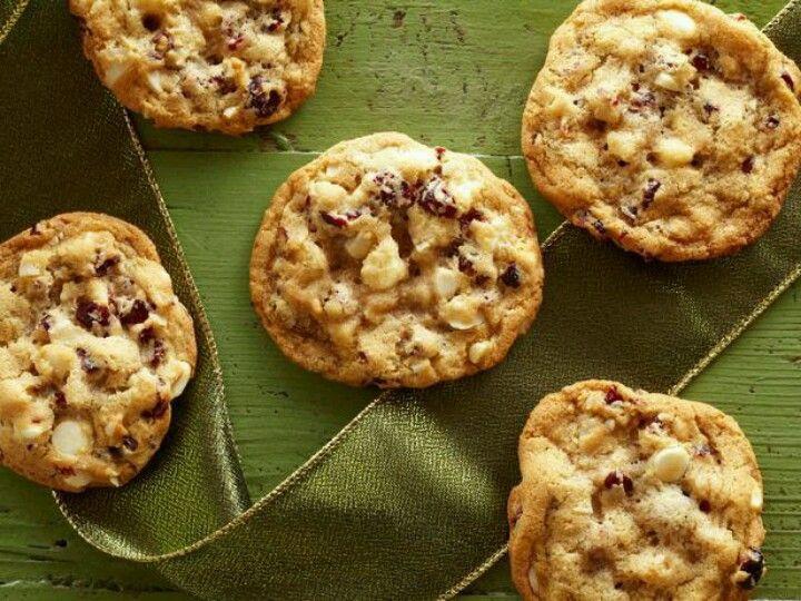 Trisha Yearwood Christmas Cookies  Trisha Yearwood chocolate cranberry cookies Food Network