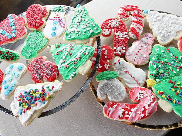 Trisha Yearwood Christmas Cookies  Trisha Yearwood s Iced Sugar Cookies Trisha Yearwood