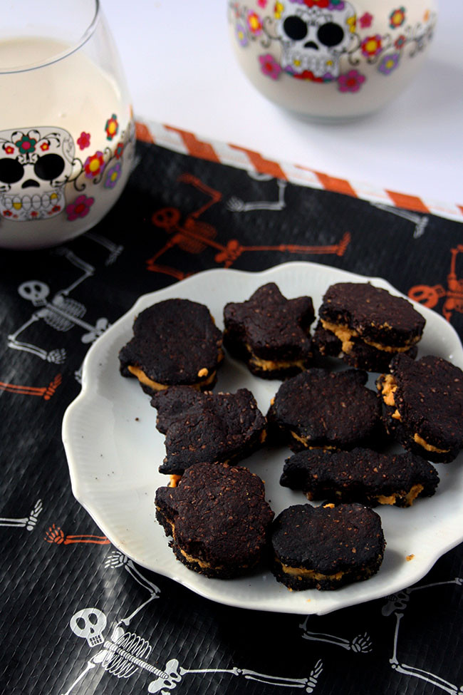 Vegan Halloween Cookies  Healthy Vegan Halloween Oreos
