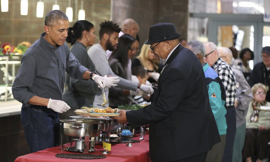 Was Turkey Served At The First Thanksgiving  Friends Family Turkey and Touchdowns for Obamas Holiday