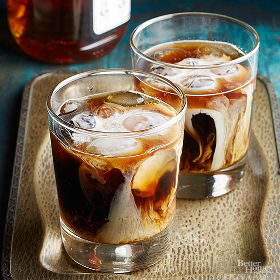 Whiskey Christmas Drinks  Festive and Fun Holiday Drinks